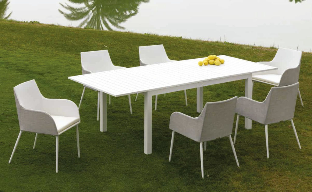 mesa sillas jardín